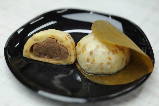 【写真】金の胡麻麩餅